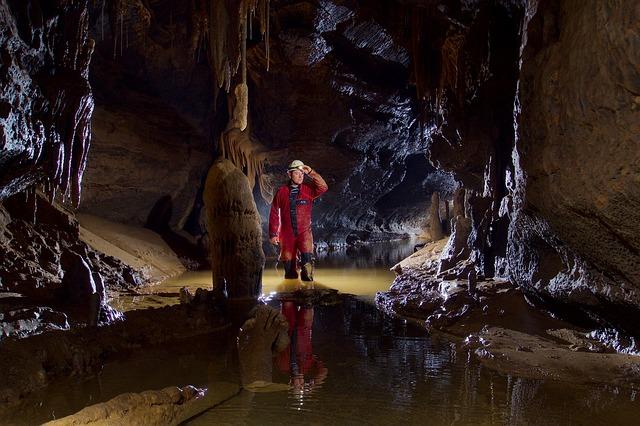 průzkum jeskyně