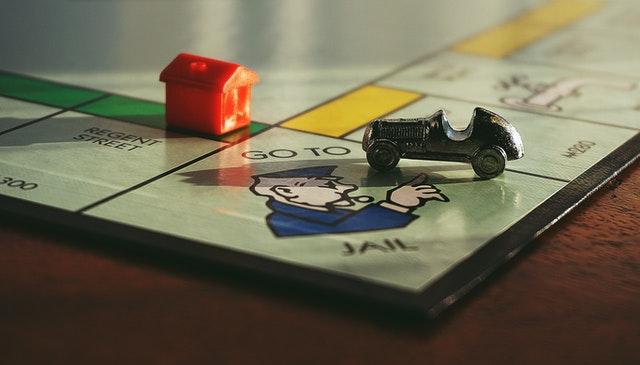 desková hra, domeček, autíčko